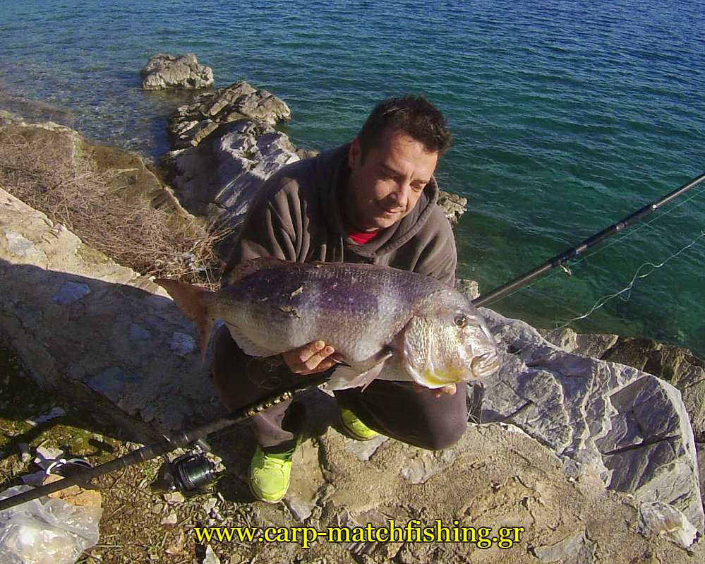 bit-boat-fishing-ziourkas-carpmatchfishing